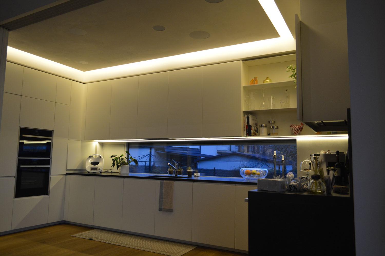 Illuminazione cucina proposte ad hoc per ogni zona - Led in cucina ...